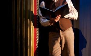 """Mardi 12 mai """"Hyacinthe et Rose"""" : François Morel arpente les chemins d'une enfance illuminée par les figures tutélaires de Hyacinthe et Rose, ses grands-parents."""